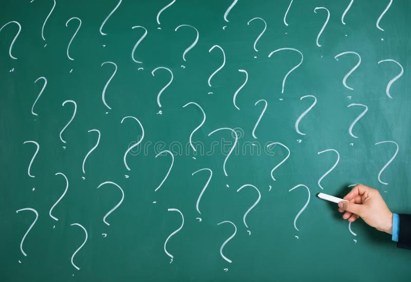 Affärsman Drawing Question Mark Sign royaltyfri bild