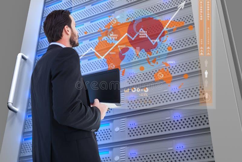 Affärsman framme av den digitala dörren med diagram i hans kontor royaltyfri illustrationer
