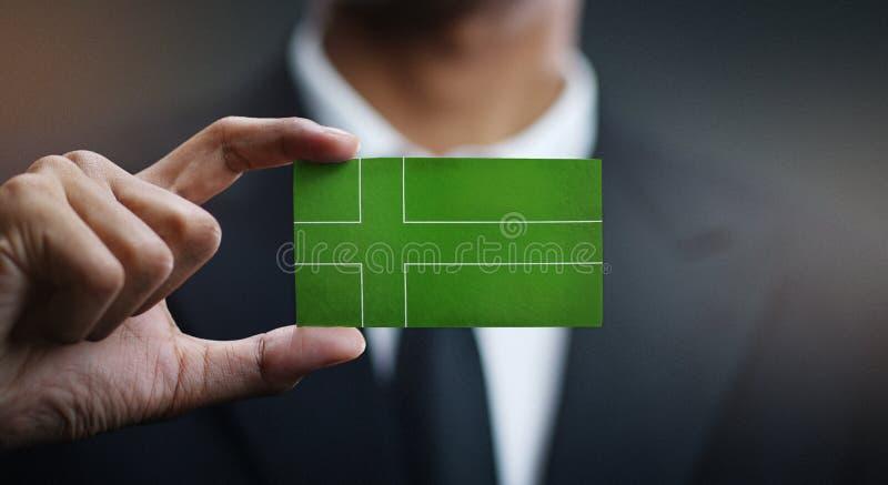 Affärsman Holding Card av den Ladonia flaggan royaltyfri bild