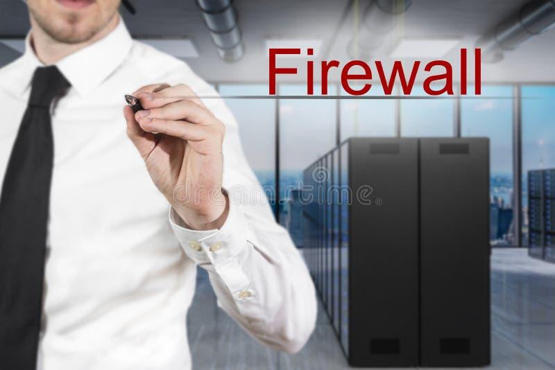 Affärsman i den moderna firewallen för serverrumhandstil i luften, illustration 3D arkivbilder