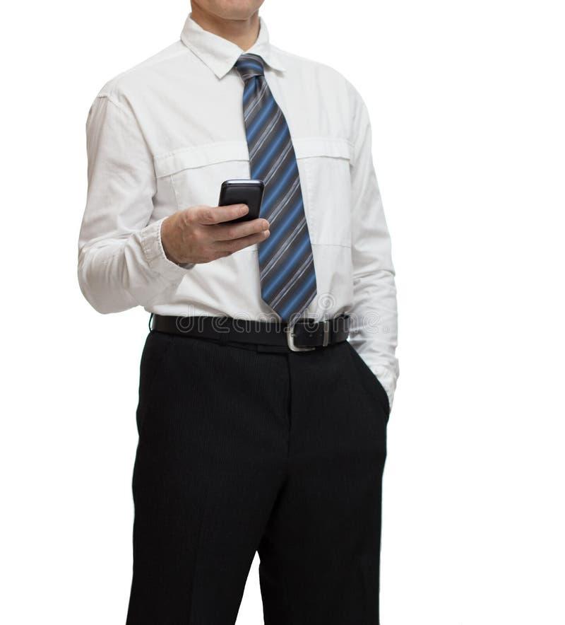 Affärsman i den vita skjortan med en smartphone royaltyfri bild