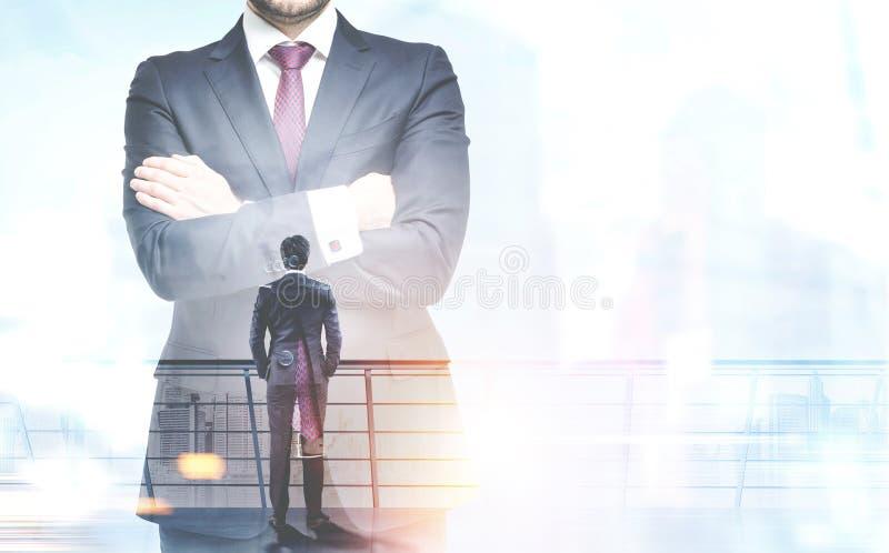 Affärsman i en stad, ledarskapbegrepp royaltyfri foto