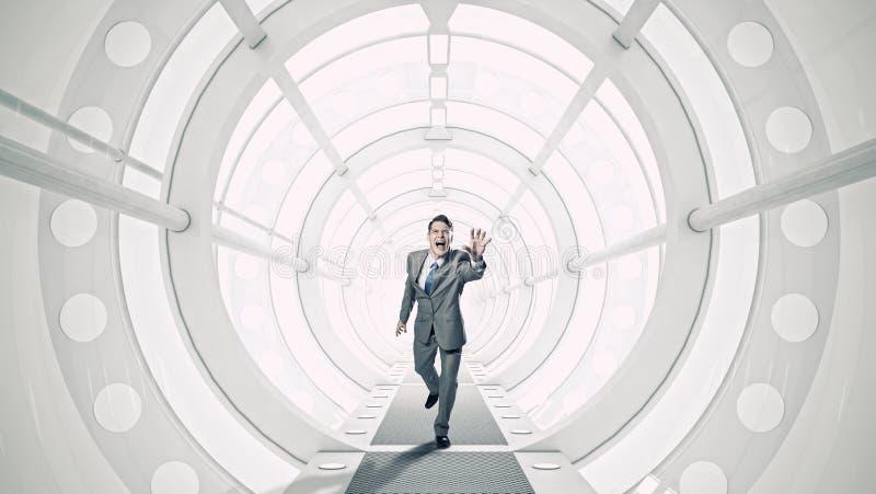 Affärsman i rum 3D Blandat massmedia royaltyfria bilder