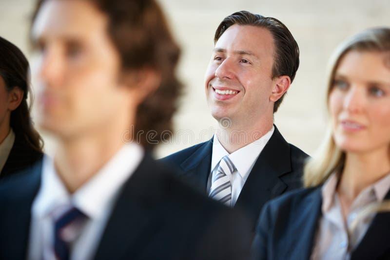 Affärsman Listening To Speaker på konferensen royaltyfri foto