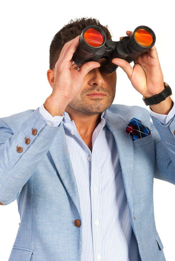Affärsman med binokulärt royaltyfri foto