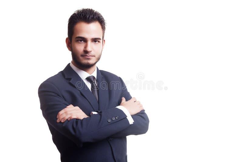 Affärsman med den korsade armen som isoleras över vit bakgrund royaltyfri fotografi