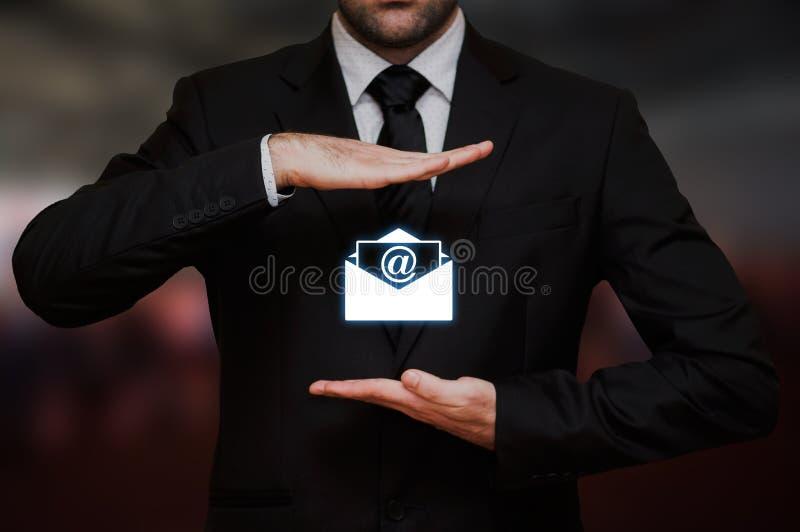 Affärsman med emailbegrepp royaltyfri fotografi