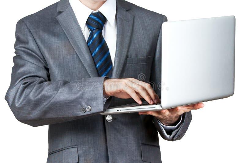 Affärsman med en bärbar dator - som isoleras över en vit bakgrund arkivfoton