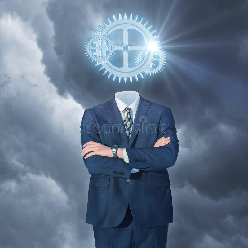 Affärsman med kugghjulhuvudet arkivfoto