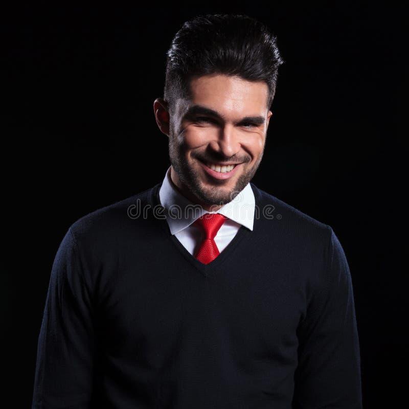 Affärsman med leende på hans framsida royaltyfri fotografi