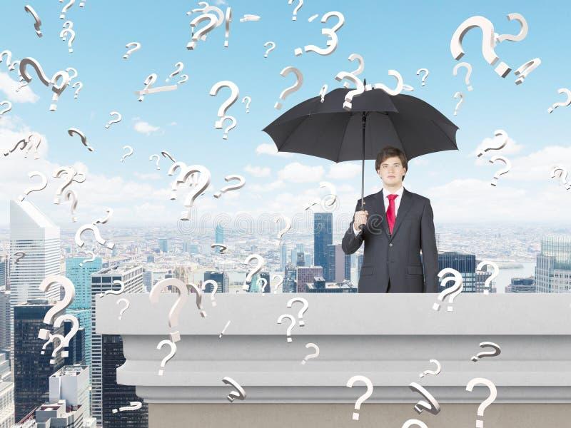 Affärsman med paraplyet arkivbild