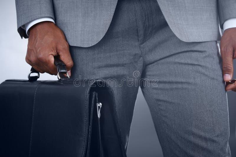 Affärsman med portföljen arkivbild