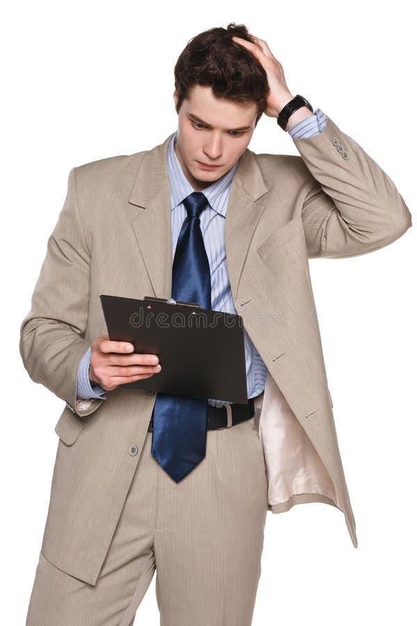 Affärsman med skrivplattan som rymmer hans huvud i frustration royaltyfri fotografi