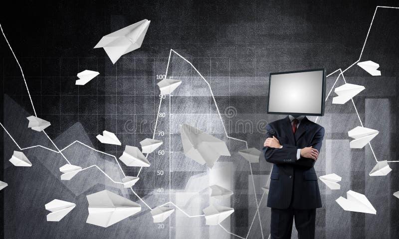 Affärsman med TV i stället för huvudet royaltyfri foto