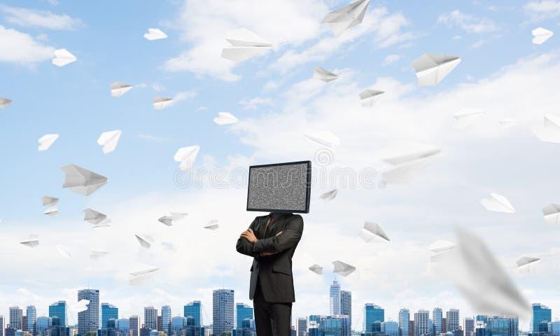Affärsman med TV i stället för huvudet arkivbilder