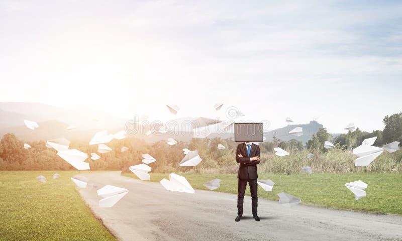 Affärsman med TV i stället för huvudet fotografering för bildbyråer