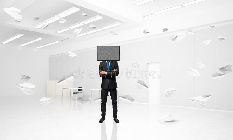 Affärsman med TV i stället för huvudet arkivbild