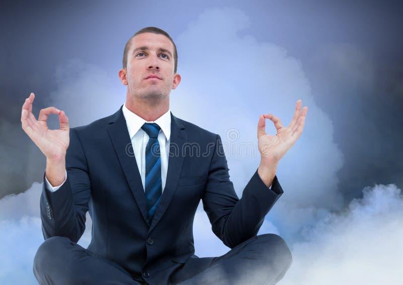 Affärsman Meditating med moln royaltyfria bilder