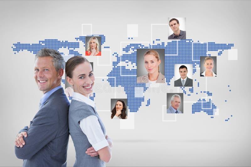 Affärsman och stående affärskvinna tillbaka att dra tillbaka mot ståenden på världen - bred bakgrund royaltyfri fotografi