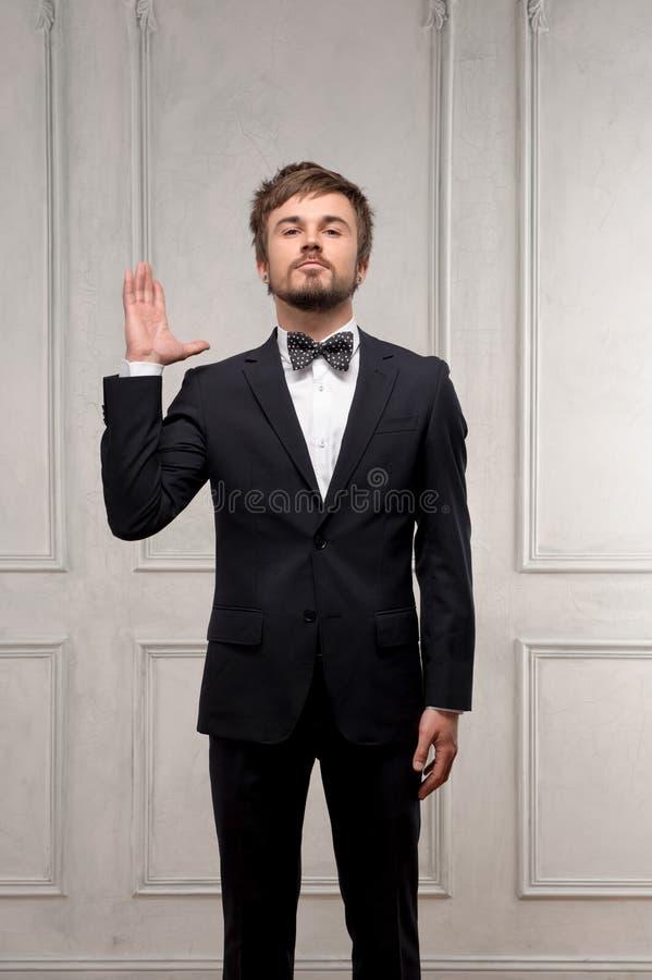 Affärsman på klassisk inre bakgrund royaltyfria foton