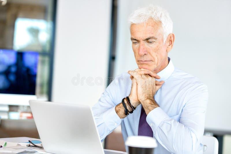 Download Affärsman på kontoret arkivfoto. Bild av ockupation, lyckligt - 78732228