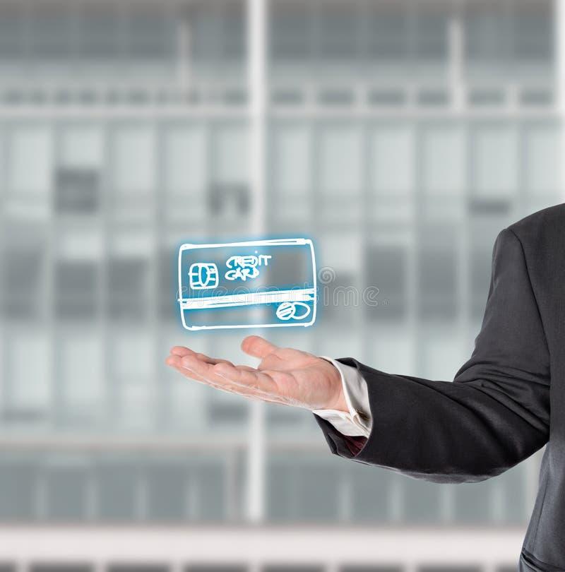 Affärsman representant, med ett faktiskt symbol (kreditkorten) arkivfoto