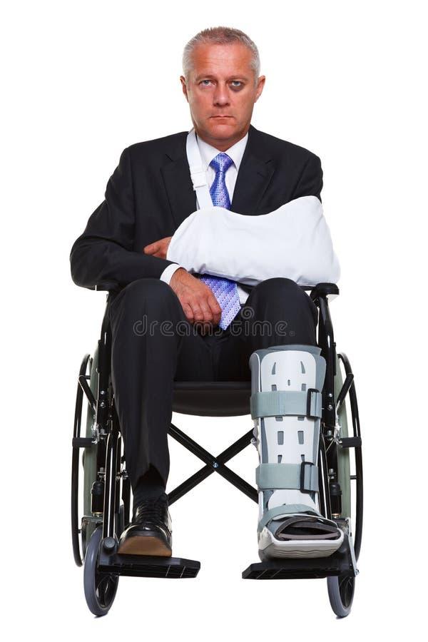 affärsman sårad isolerad rullstol arkivbilder