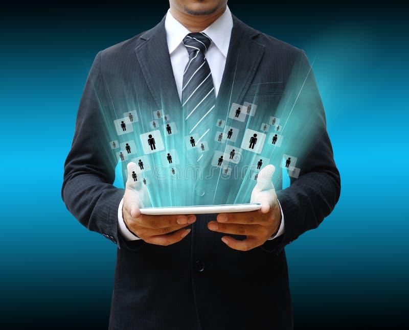 Affärsman som använder den digitala tabellen royaltyfria bilder