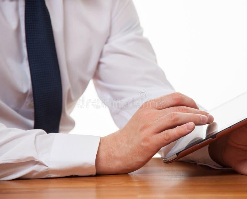 Affärsman som använder ett block arkivfoton