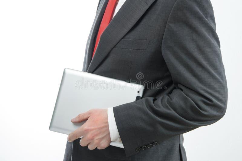 Affärsman som bär den digitala minnestavlan royaltyfria foton