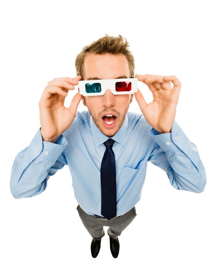 Affärsman som bär exponeringsglas som 3d isoleras på vit bakgrund arkivfoton