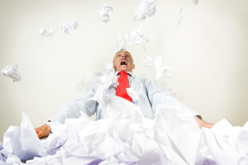 affärsman som belastas ut arkivfoto