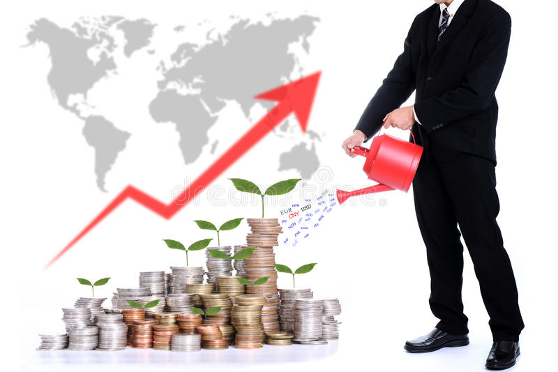 Affärsman som bevattnar pengarträdet för växande begrepp för pengar royaltyfria bilder