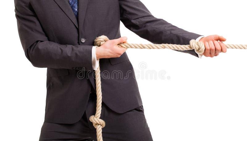 Affärsman som drar ett rep i en dragkamp royaltyfri foto