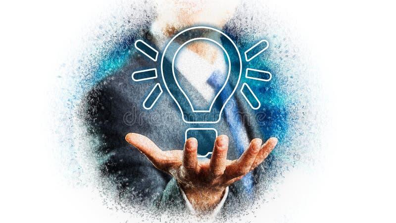 Affärsman som framlägger en lightbulb som ett symbol för en idé arkivfoton