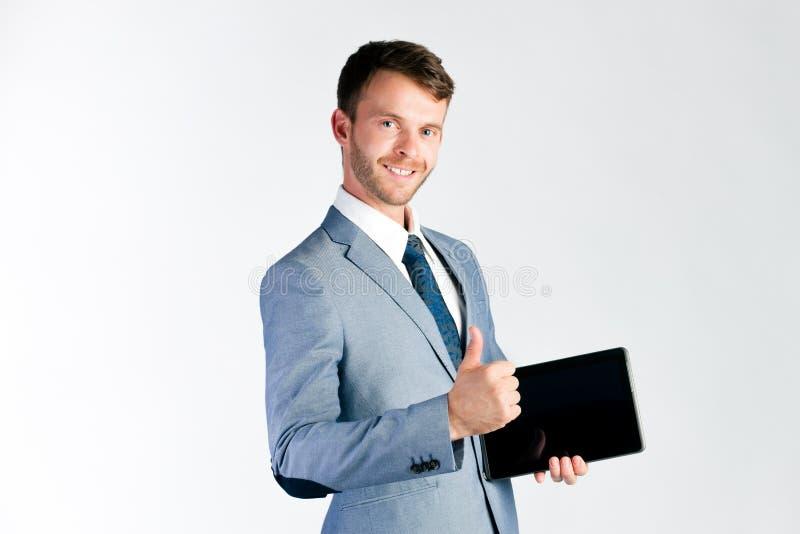 Affärsman som framlägger minnestavladatoren arkivbild