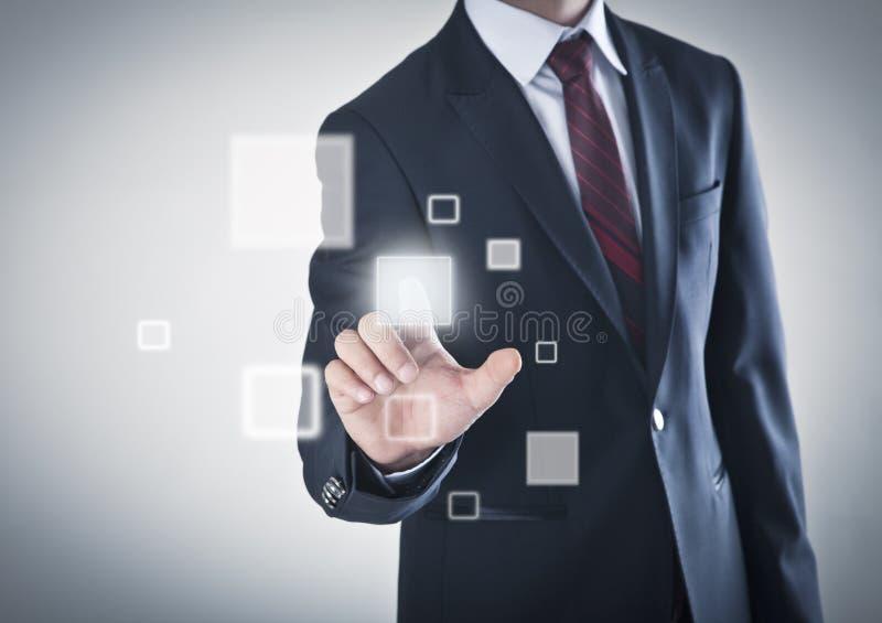 Affärsman som fungerar på en touchskärm royaltyfri foto
