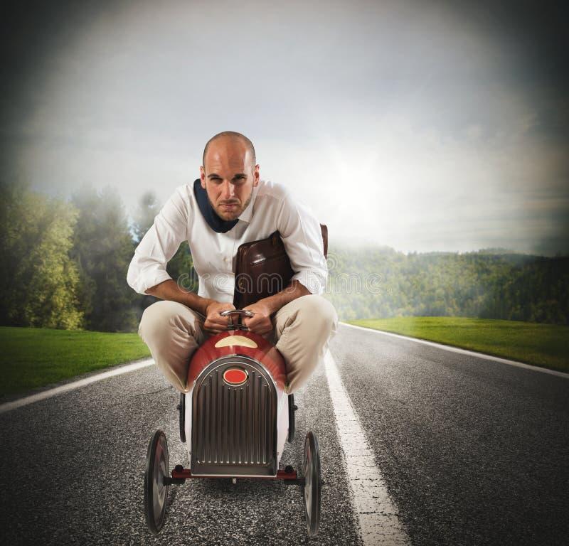 Affärsman som kör en snabb bil fotografering för bildbyråer
