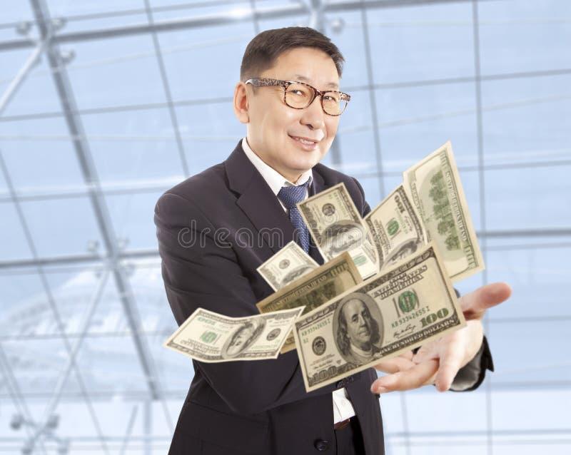 Affärsman som kastar dollaren royaltyfri bild