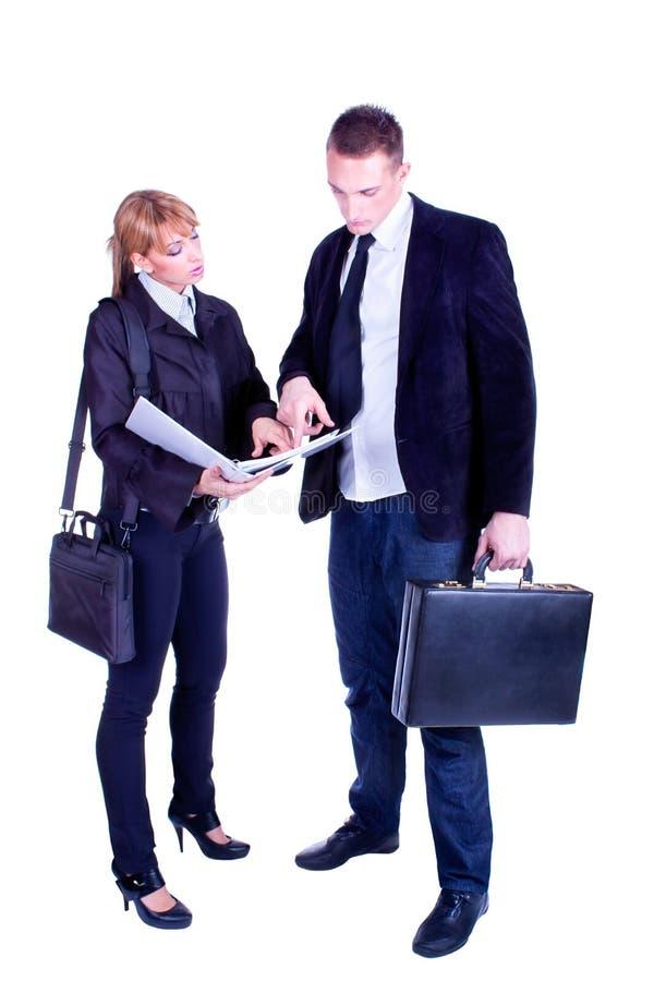 Affärsman som pekar ett plan av arbete royaltyfri bild