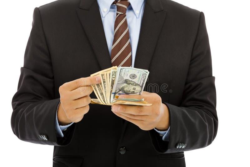 Affärsman som räknar oss dollar med vit bakgrund arkivbilder