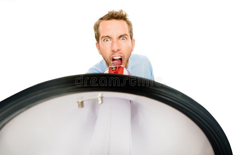 Affärsman som ropar megafonen som isoleras på vit bakgrund royaltyfri fotografi