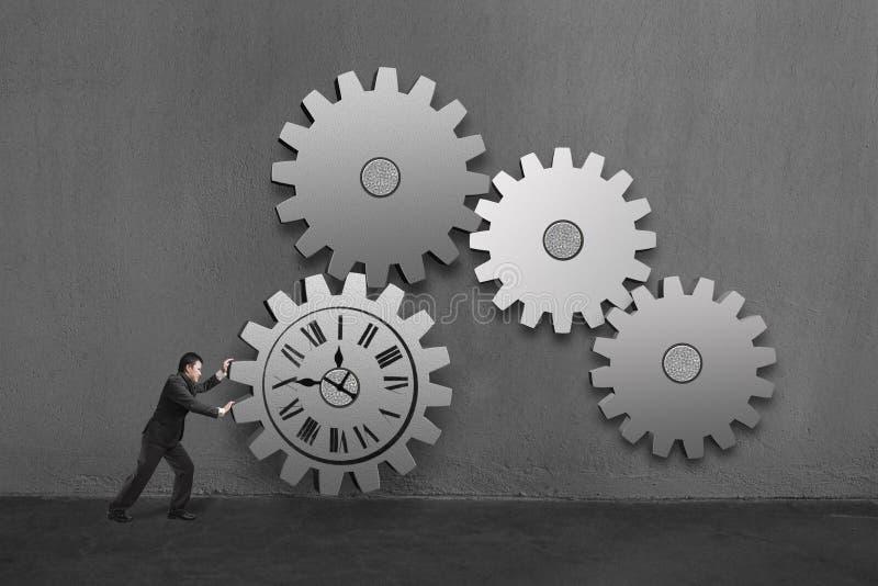 Affärsman som rullar ett stort konkret kugghjul med klockateckningen och vektor illustrationer