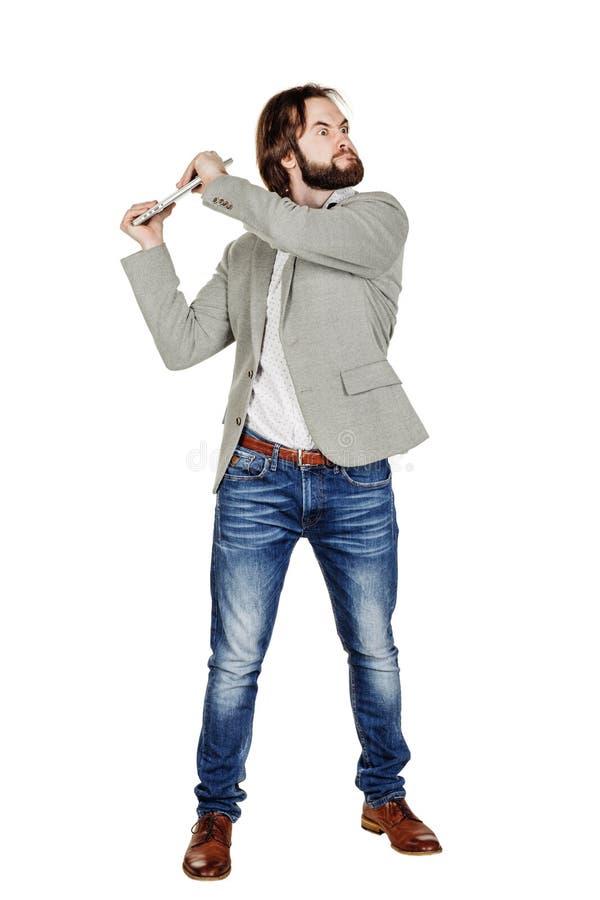 Affärsman som rymmer en bärbar dator över huvudet och skrikig fotografering för bildbyråer