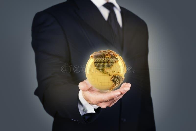 Affärsman som rymmer ett guld- jordklot royaltyfri bild