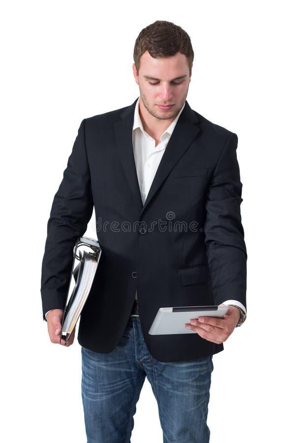 Affärsman som ser tabletPCen royaltyfri fotografi