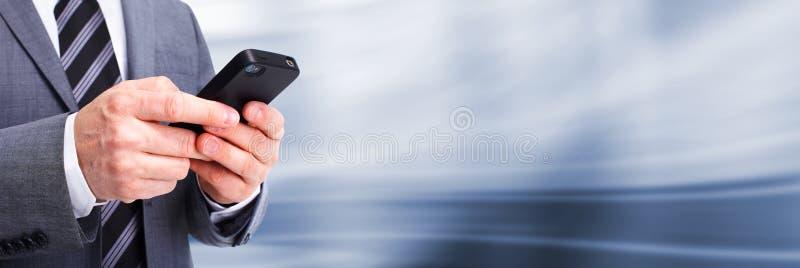 Affärsman som stannar till telefonen. arkivfoton