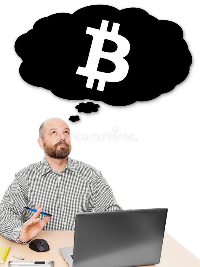 Affärsman som tänker om bitcoininvestering arkivfoton