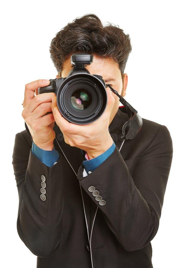 Affärsman som tar foto med den digitala kameran royaltyfria foton