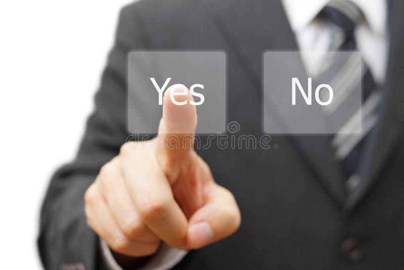 Affärsman som trycker på den ja faktiska knappen royaltyfri bild